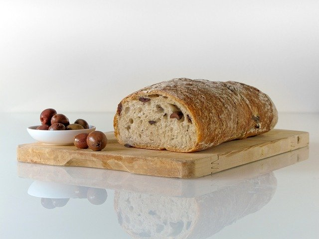 chléb a olivy