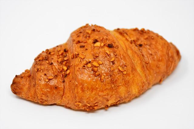 čerstvý croissant
