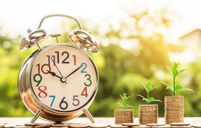 peníze s časem