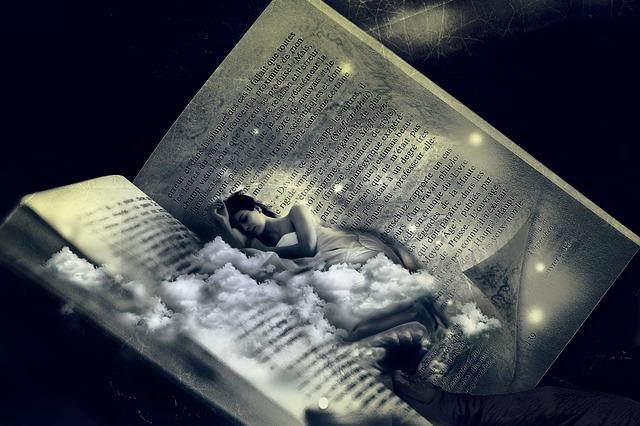 žena na knize