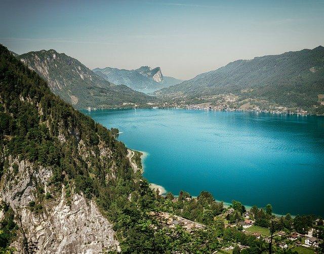 hory a modré jezero