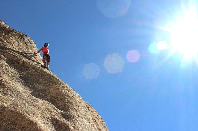 horolezec na skále.jpg