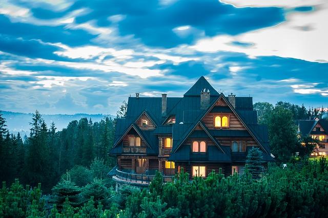 dřevěná chata v horách