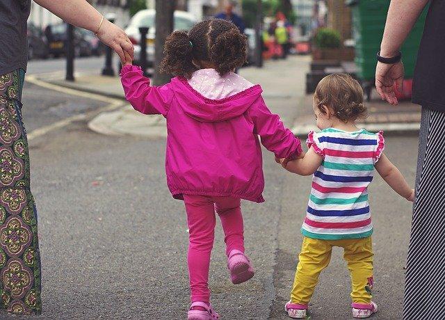 procházka s holčičkami
